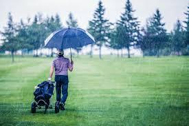 意外と楽しい雨ゴルフ、準備万端でコースに飛び出そう|ゴルフがやりたくなるWEBマガジン|ゴルフスクールガイド
